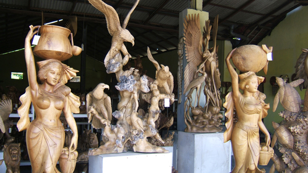 family bali tours - wood carving